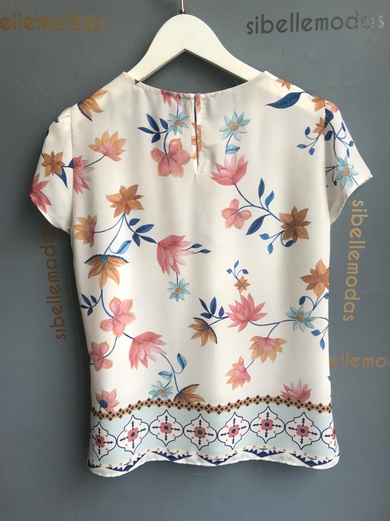 Blusa   Cindy  Crepe Floral Decote Franzido no Decote
