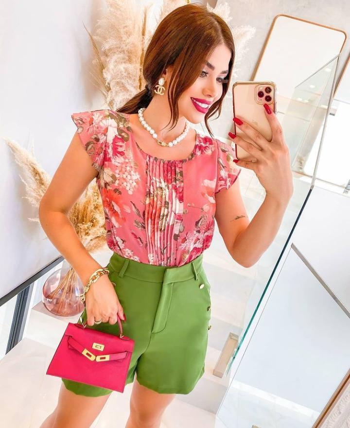 Blusa Rebeca Crepe Floral com Pregas +Regata