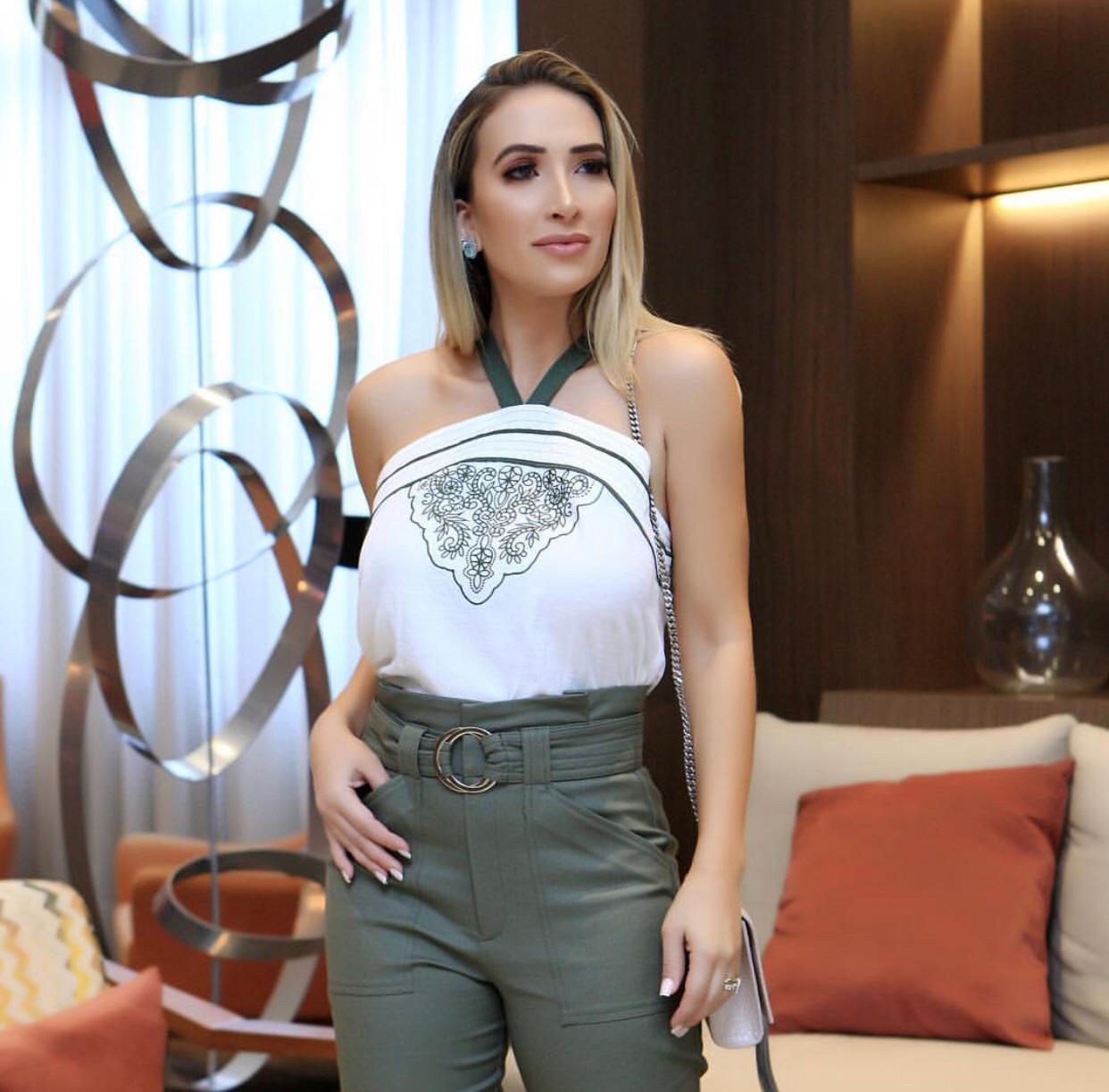 Blusa Cristina Crepe Bordado Frente
