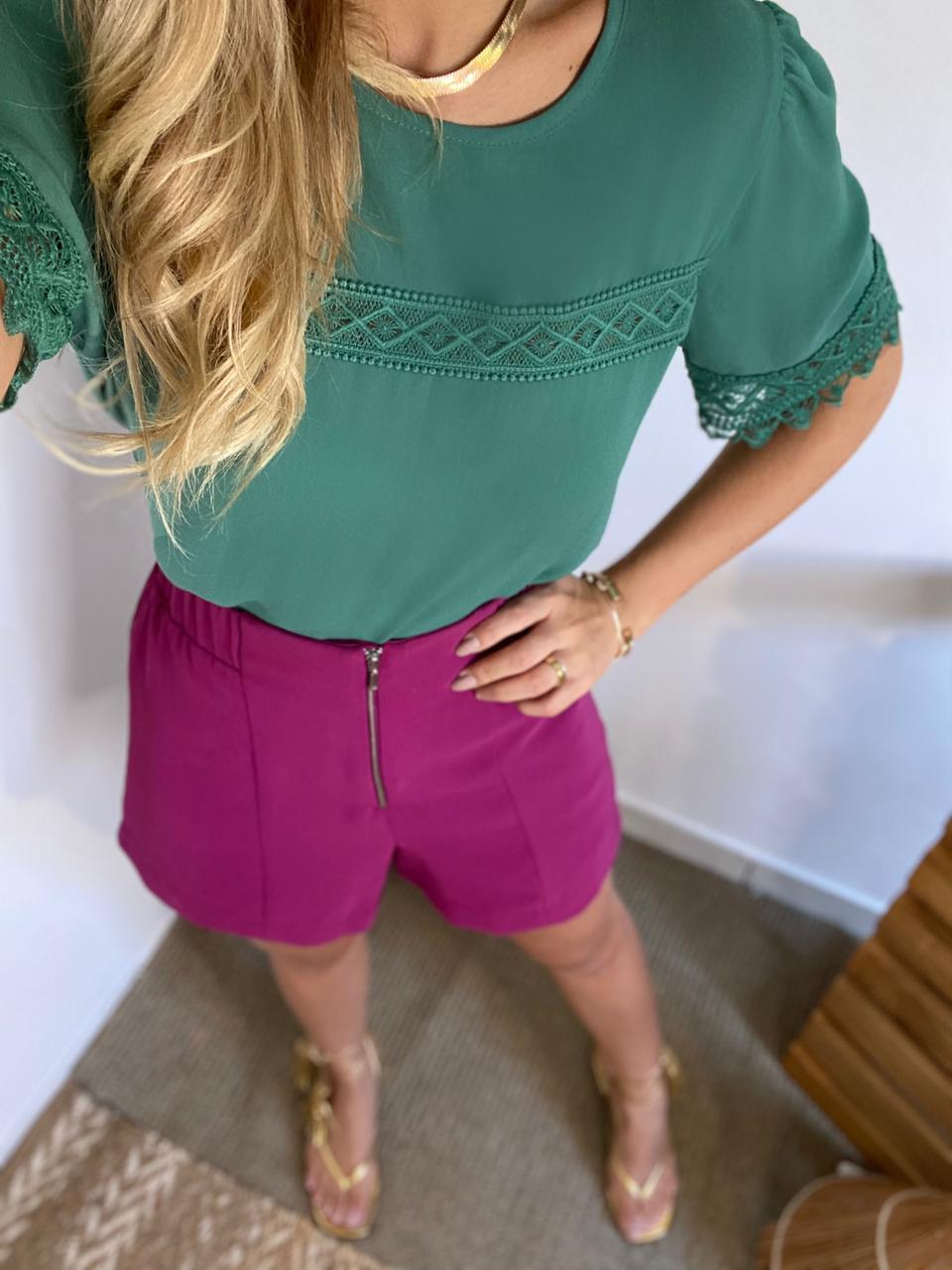 Blusa Daiane Crepe Detalhe  Renda na Frente