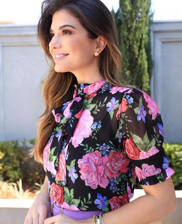 Blusa Daniela Chiffon Floral Gola Alta Detalhe Laço + Regata
