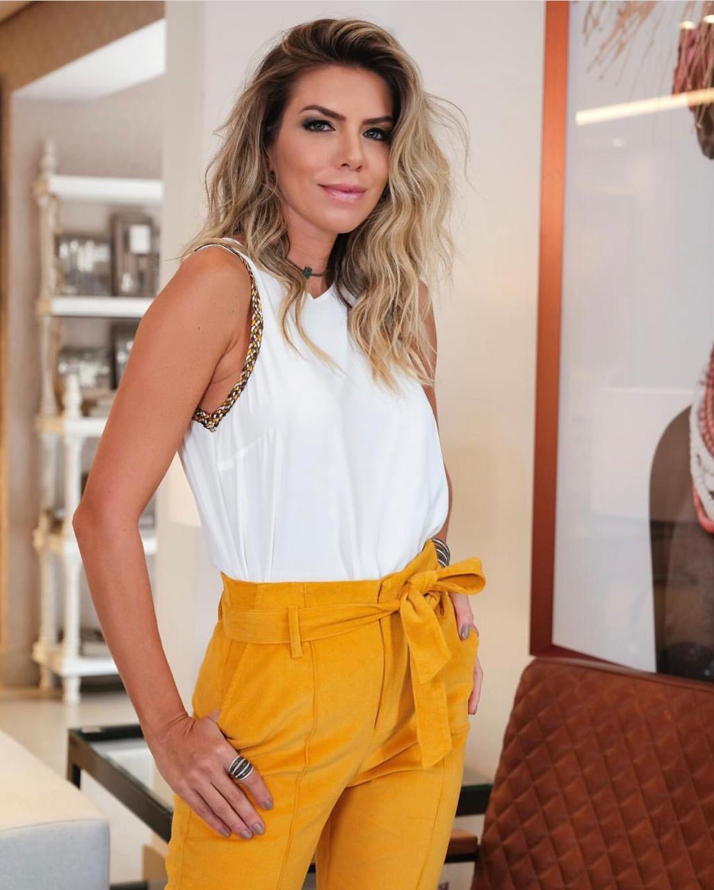 Blusa Daniela Crepe Detalhe Trançado