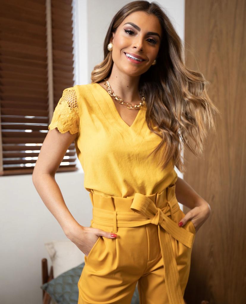 Blusa Daniela Crepe Manga Detalhe Renda