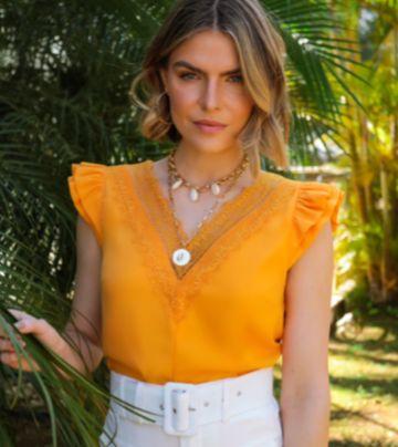 Blusa Ellie Crepe Detalhe Decote Renda Chantilly Babadinhos Ombro