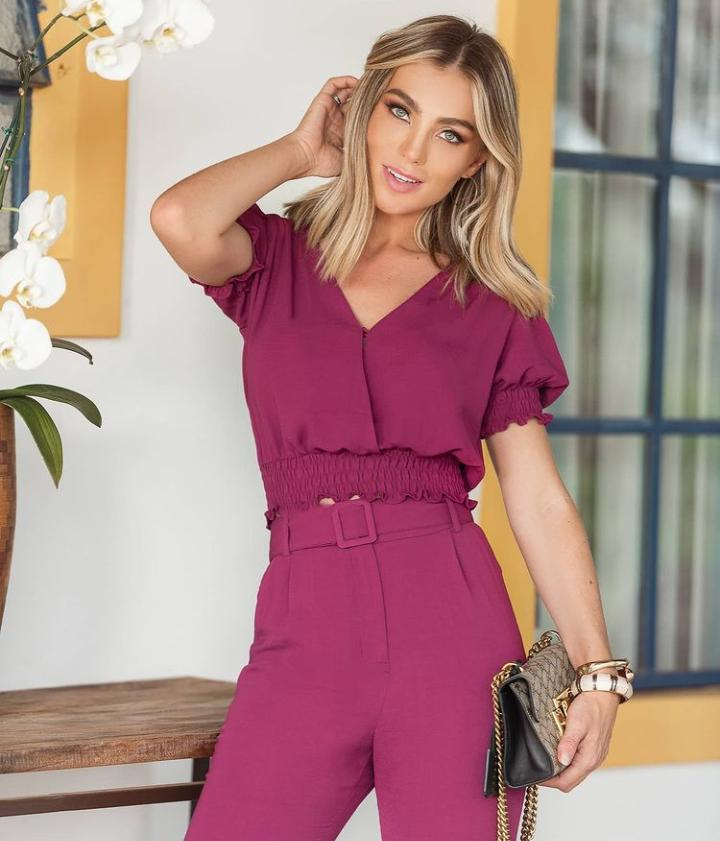 Blusa Eloisa Crepe Cropped Detalhe Punho Cintura