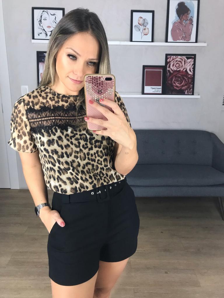 Blusa Flavia Crepe Animalprint Detalhe em Renda