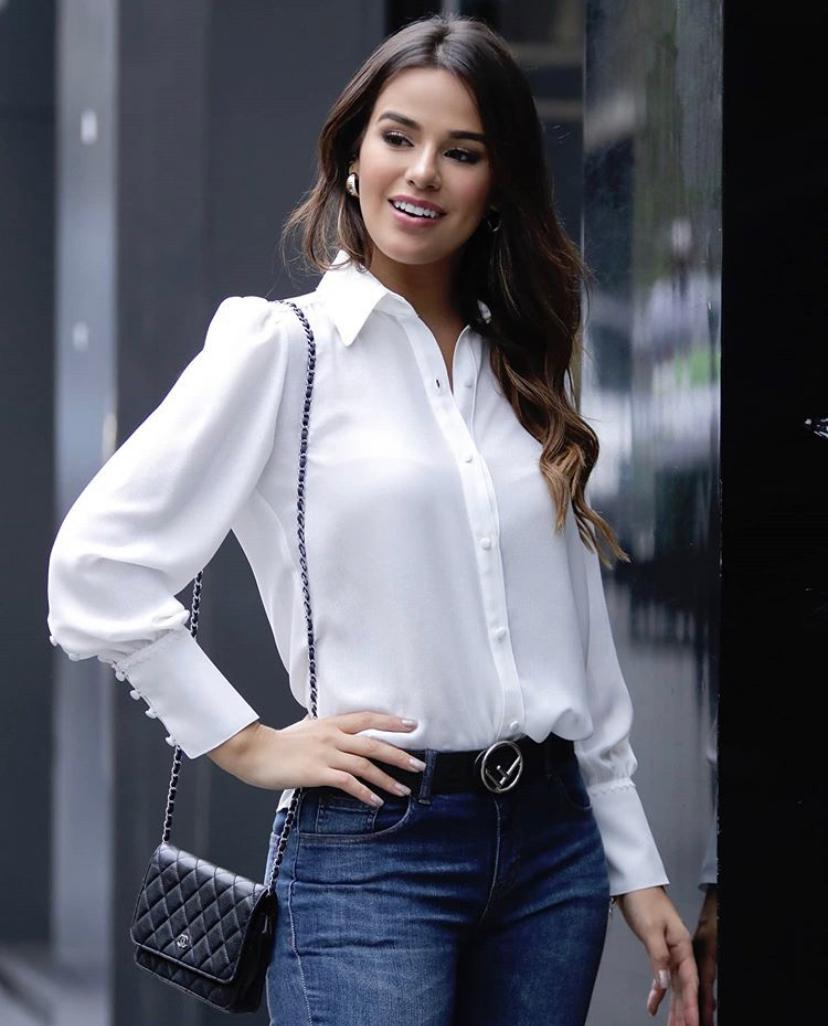 Camisa Gabriela Crepe  MG Longa Detalhe no Ombro