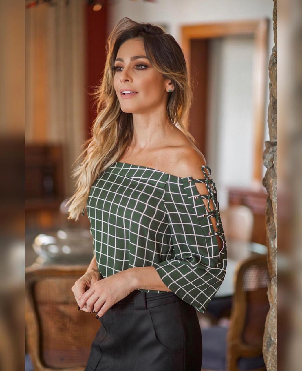 Blusa Isabela Crepe Print Ombro  a Ombro Ilhos
