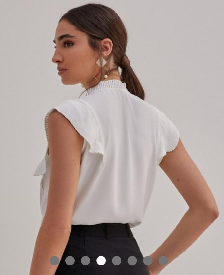 Blusa Jessica Crepe Detalhe Plissado Cava Botões