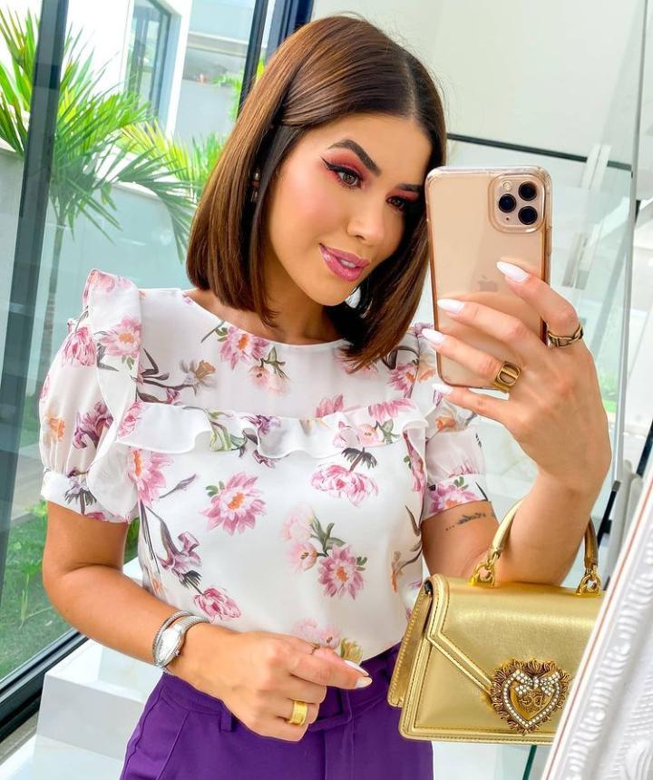 Blusa Karen Crepe Floral Detalhe Babados
