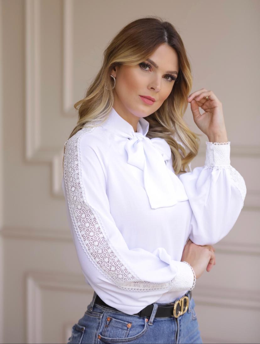 Blusa Julia Crepe Com Laço Detalhe em Renda
