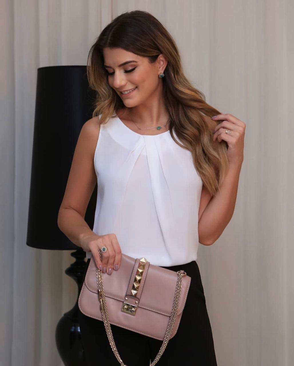 Blusa Leila Crepe Pregas Decote