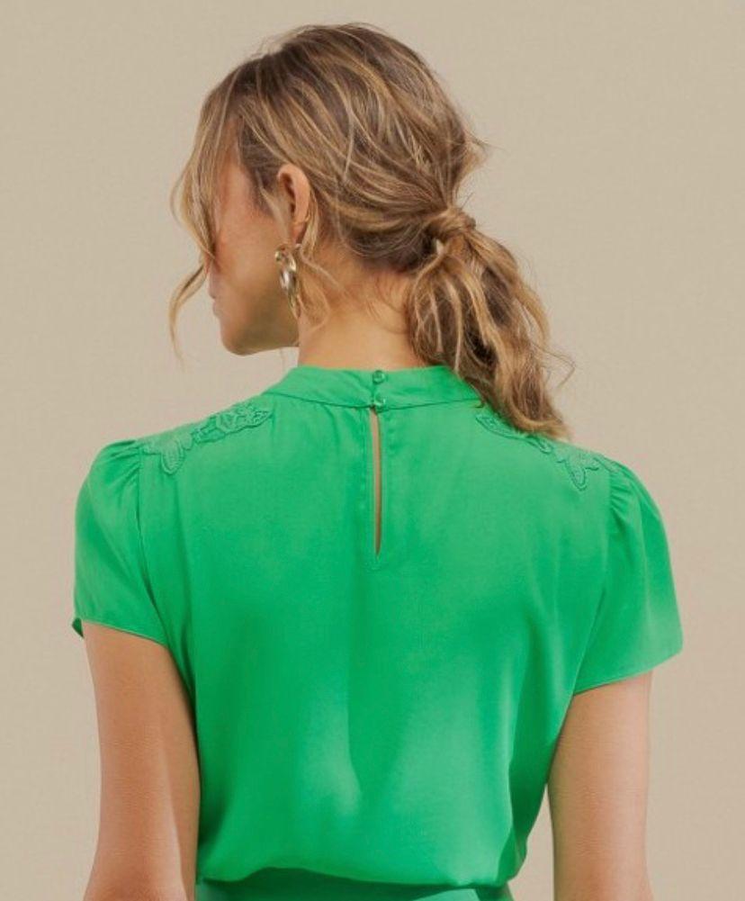 Blusa Leticia Crepe Detalhe Ombro