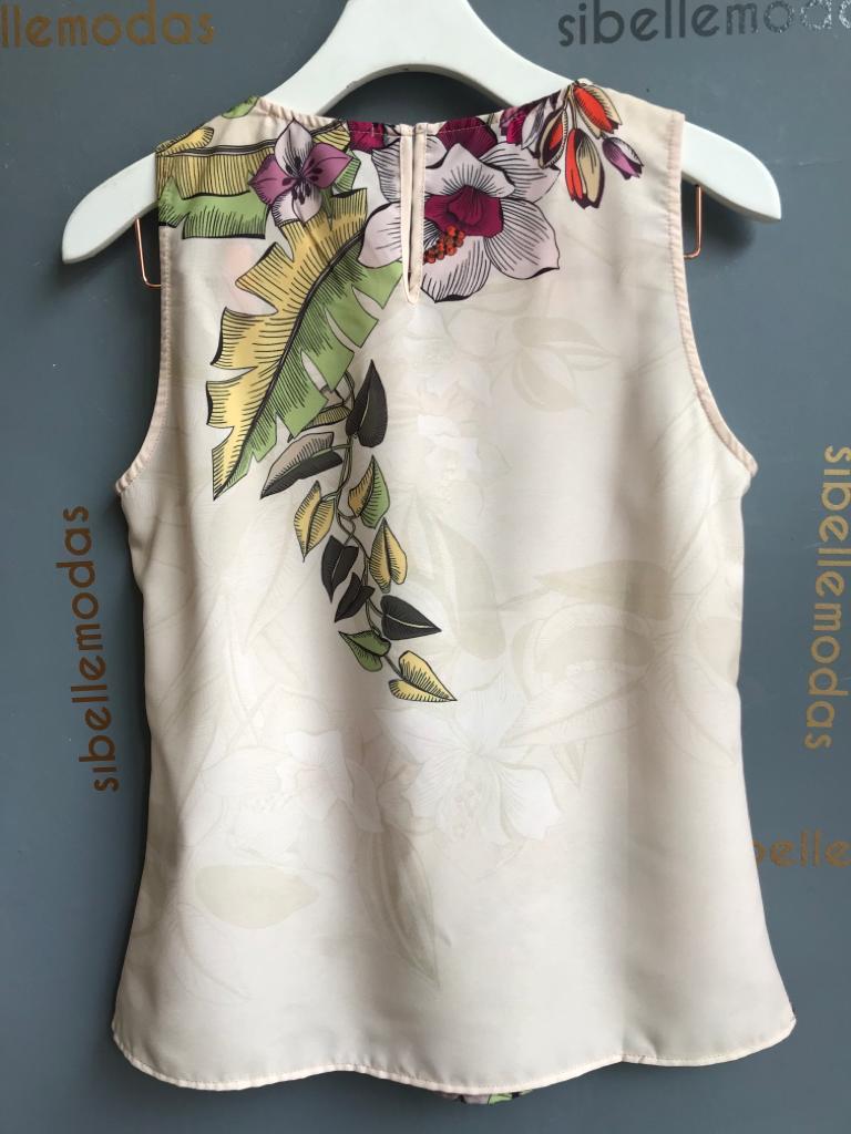 Blusa Luciana Crepe Floral Detalhe Decote