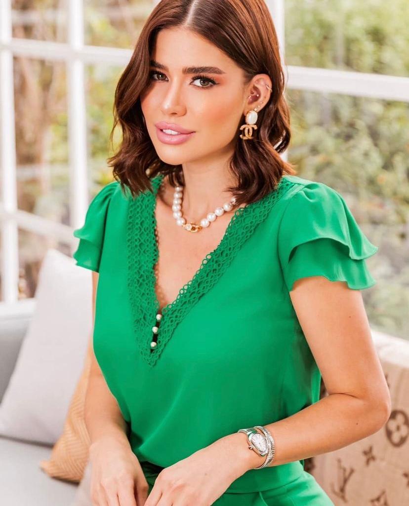 Blusa Mariana Crepe Decote V Detalhe Renda