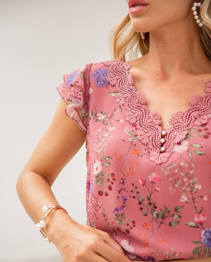 Blusa Mariana Crepe Floral Detalhe Decote Renda (Forro)
