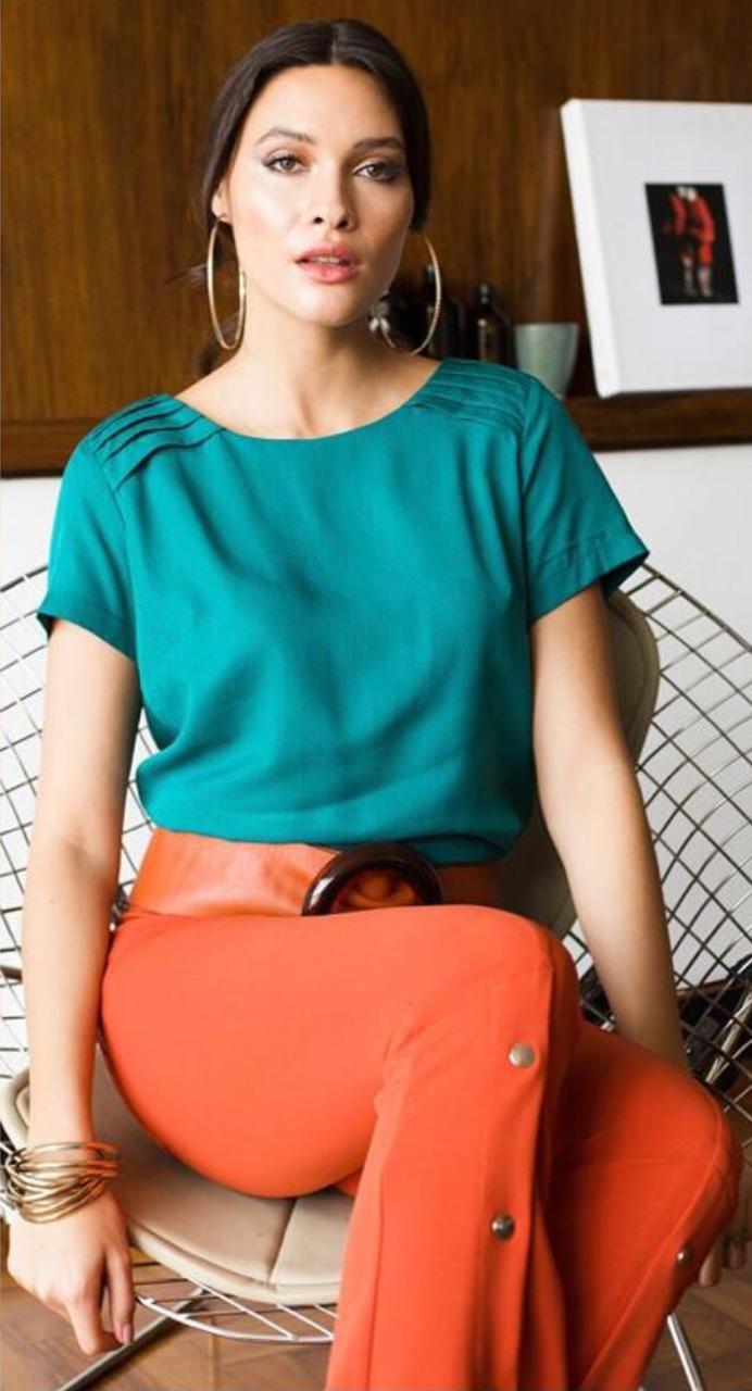 Blusa Mariana Liocel Detalhe Cores Verde, Off e Mostarda