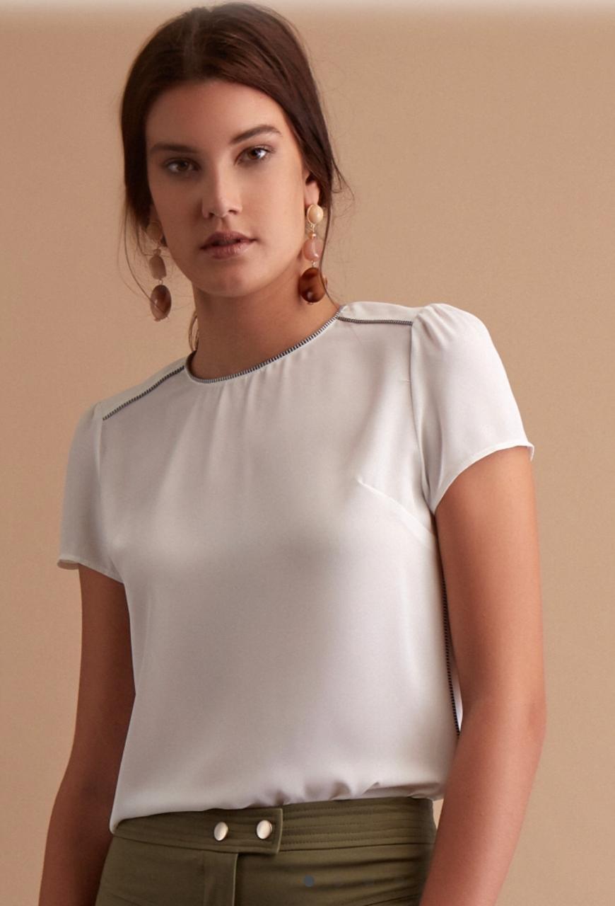 Blusa  Marilia Crepe Detalhe Bicolor  Cores Off e Preto