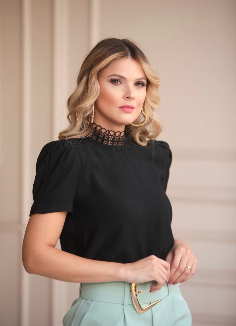 Blusa Melissa Crepe Detalhe Renda