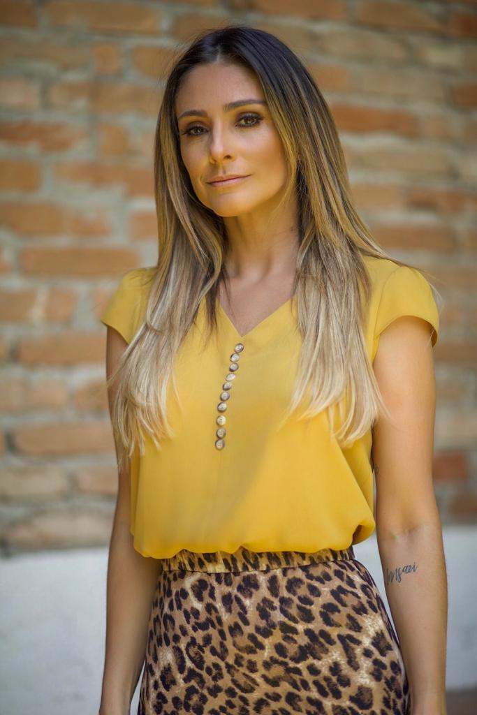 Blusa Michele Crepe Detalhe Botões