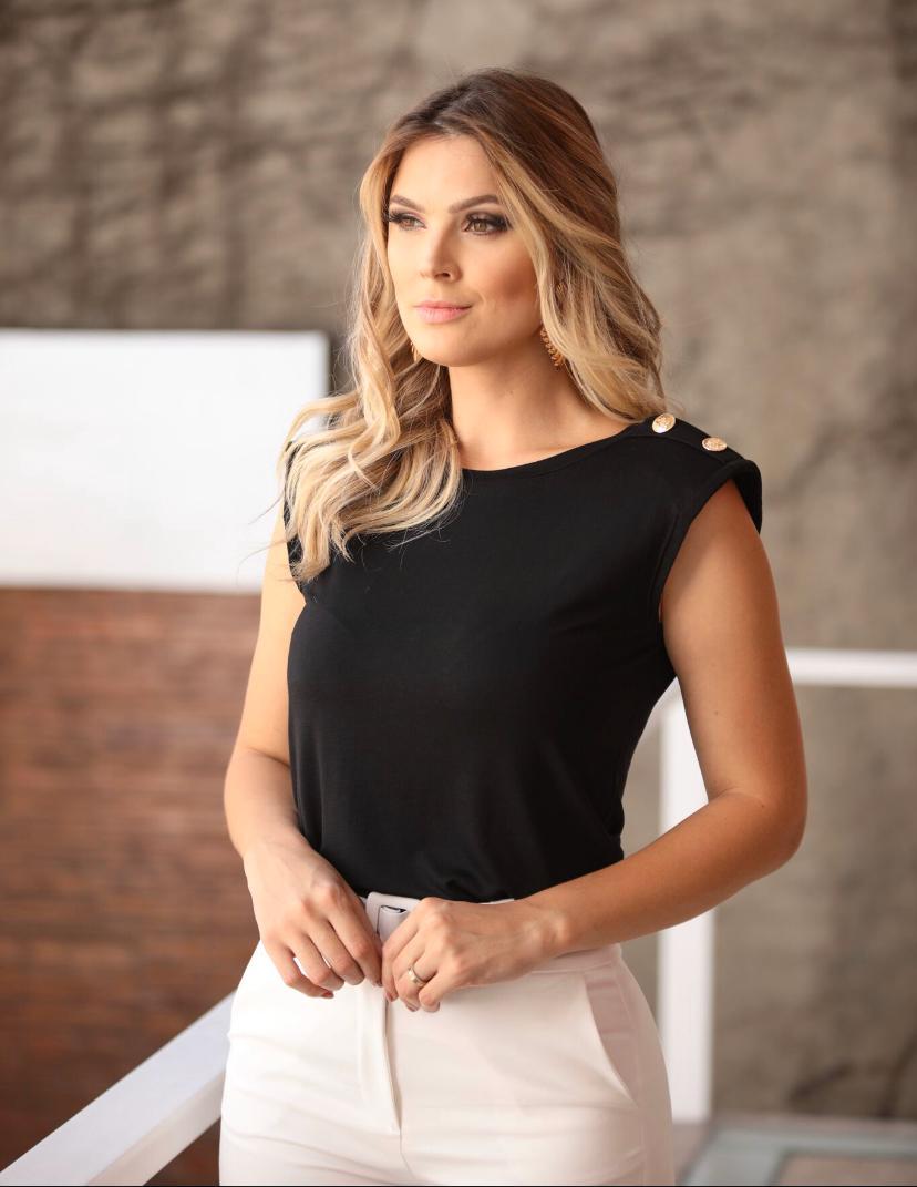 Blusa Milena Malha Ombreira Detalhe Botões