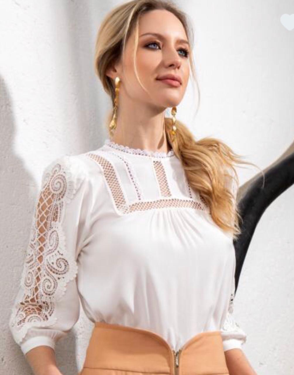 Blusa Nicole Crepe  Laise   Guipure
