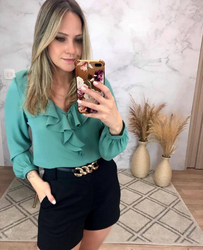 Blusa Olivia Crepe Detalhe Decote Babados