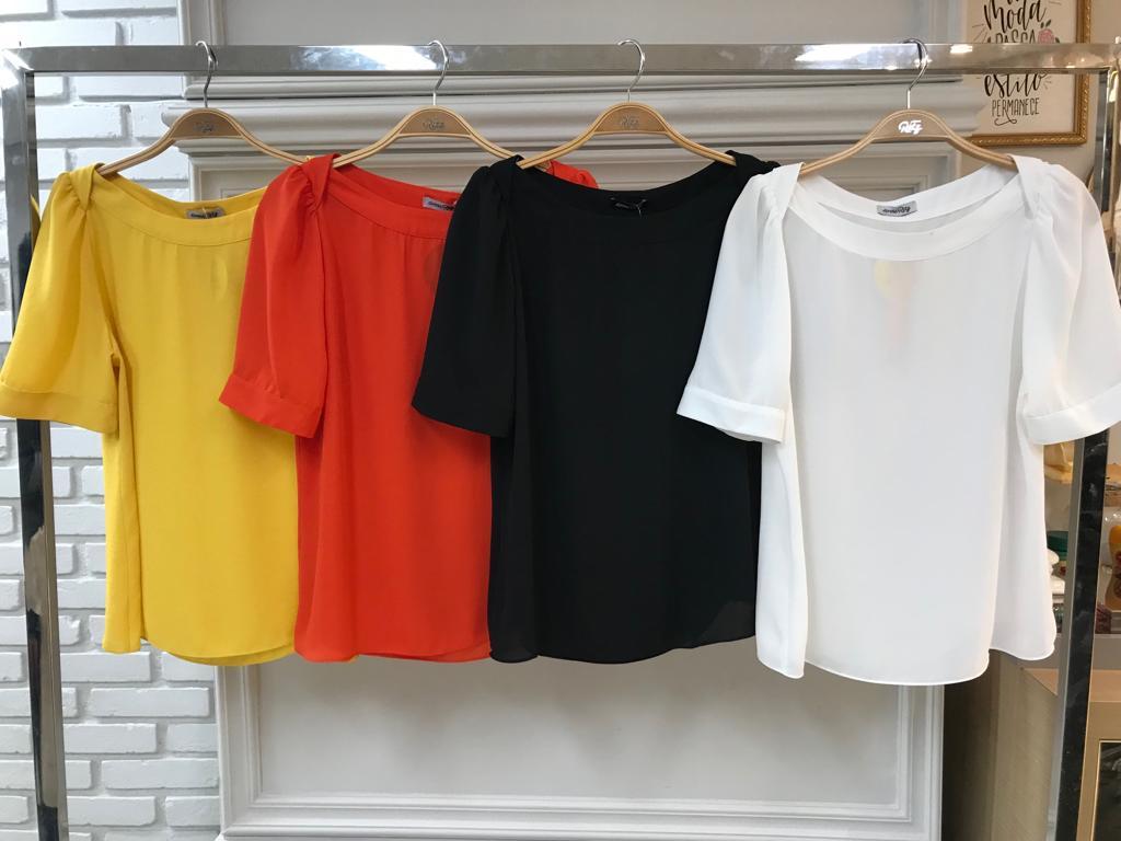 Blusa Paloma Crepe Decote Canoa  Cores Preto, Off, Vermelho e Amarelo