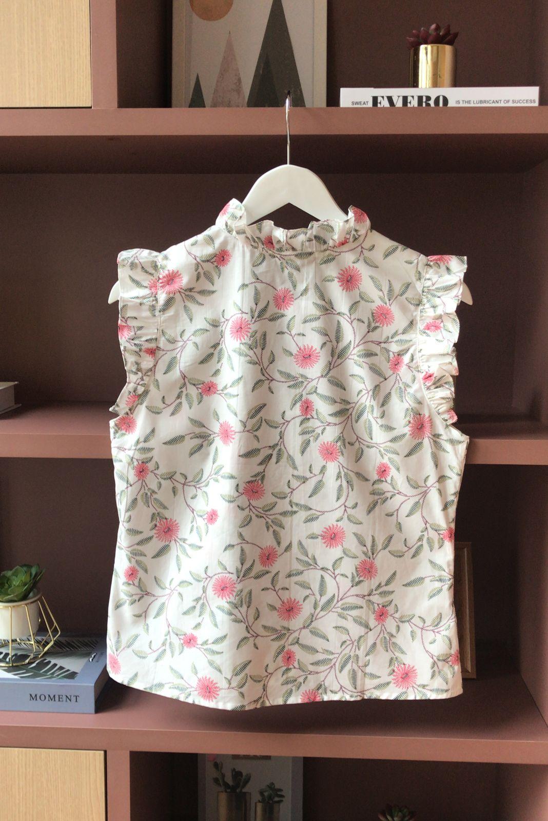 Blusa  Katia Tricoline Detalhe Decote V Bordado Floral