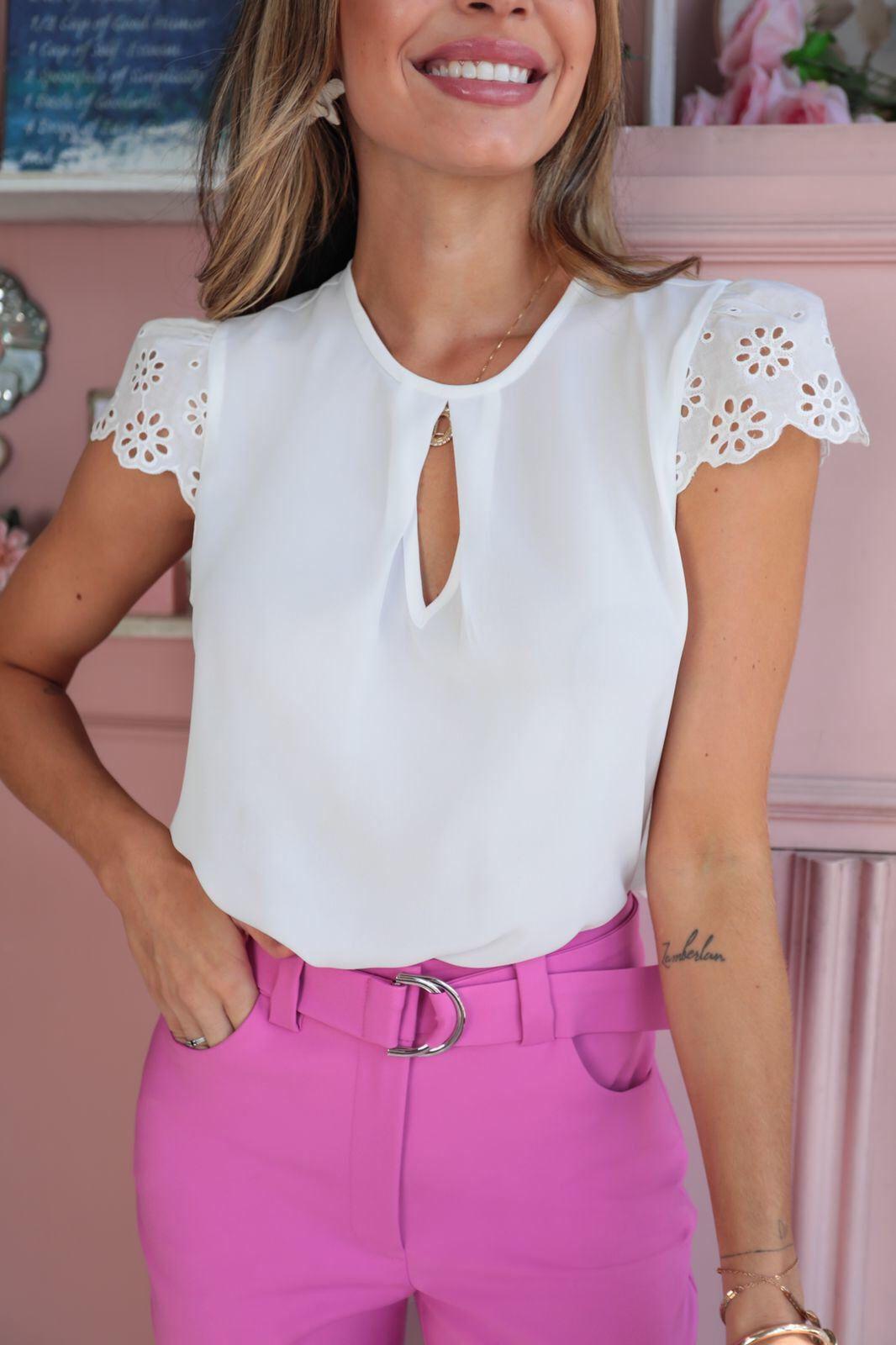 Blusa Renata Crepe Liso Decote Gota Detalhe Renda Laise