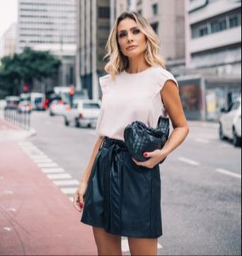 Blusa Rita Crepe Detalhe Ombro