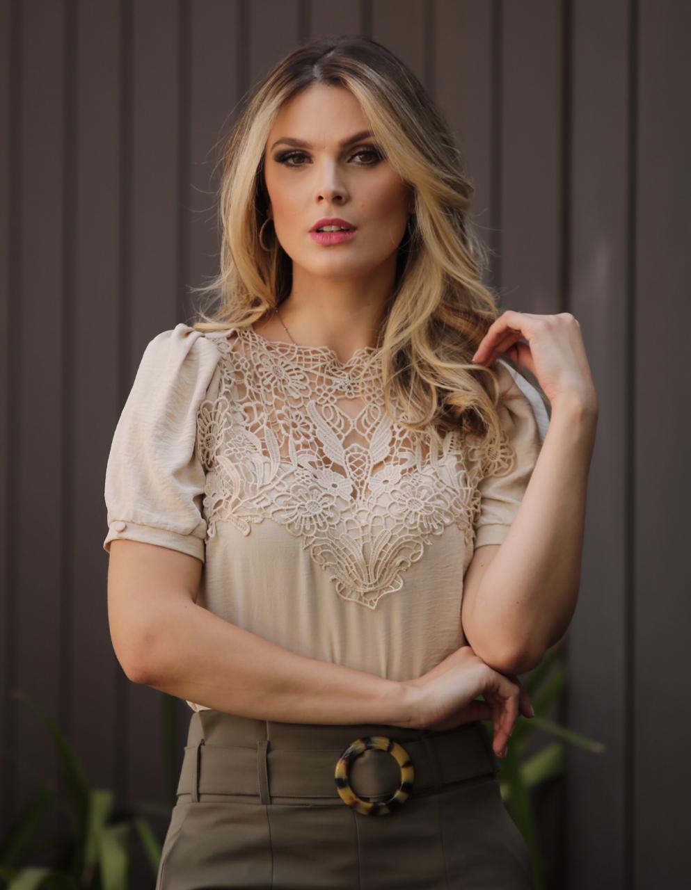 Blusa Sabrina Crepe  com Renda