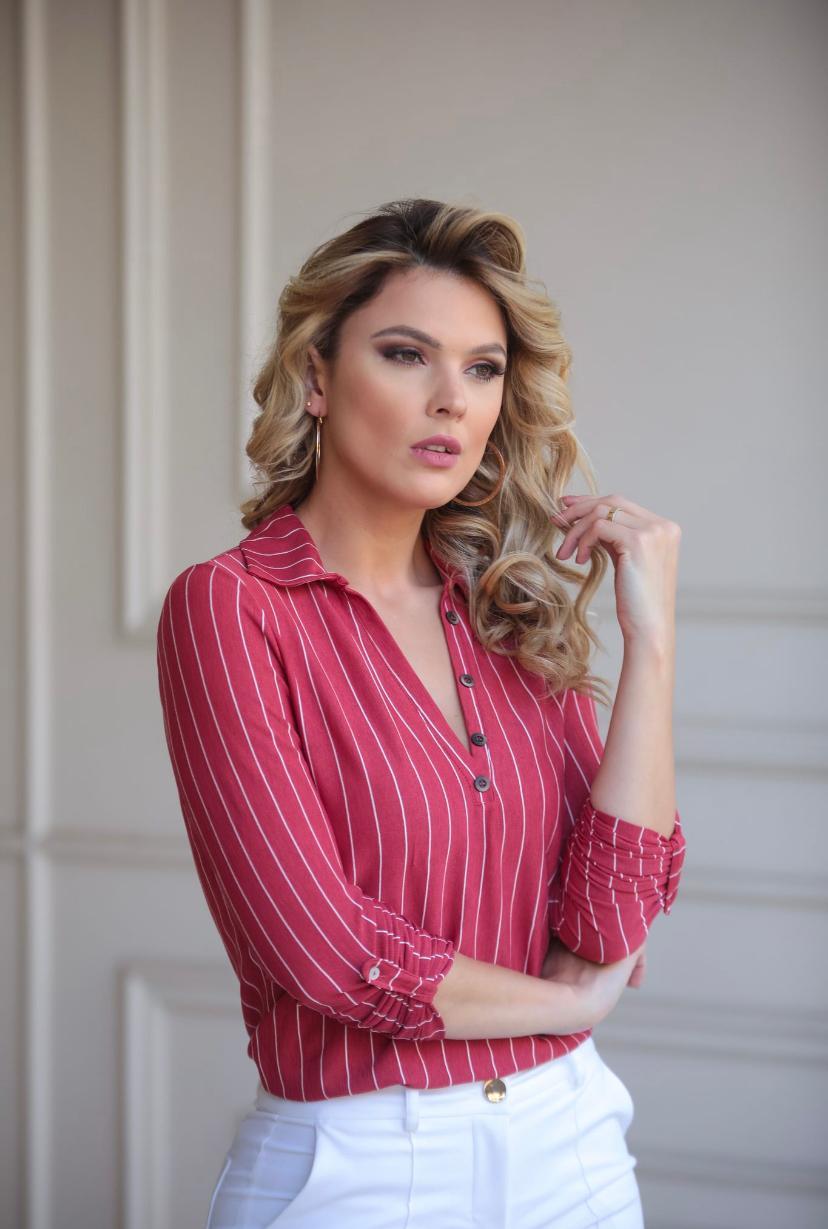 Blusa Sara Malha Crepe Risca Detalhe Botoes 7% Viscose