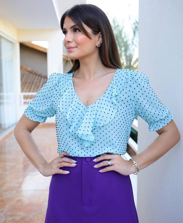 Blusa Silvia Crepe Poá Detalhe Jabots + Regata