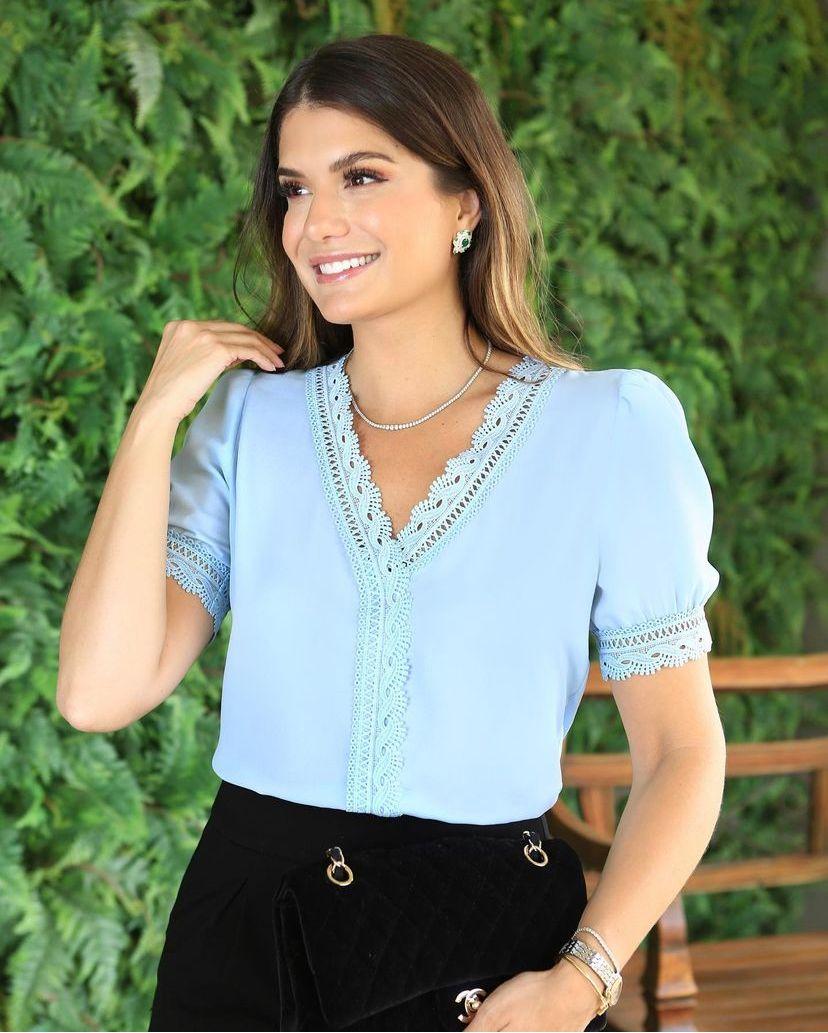 Blusa Sofia Crepe Decote V Detalhe Renda