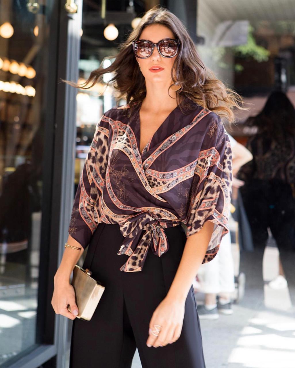 Blusa Tricia Cachequer Crepe Print