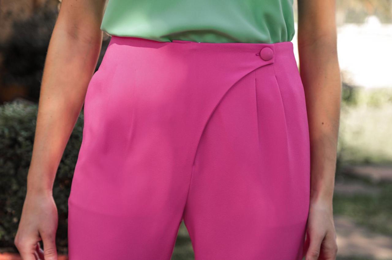 Calça Alice Crepe Alfaiataria Cintura Alta Detalhe Frente  Transpasse Bolsos Laterais 6% Elastano