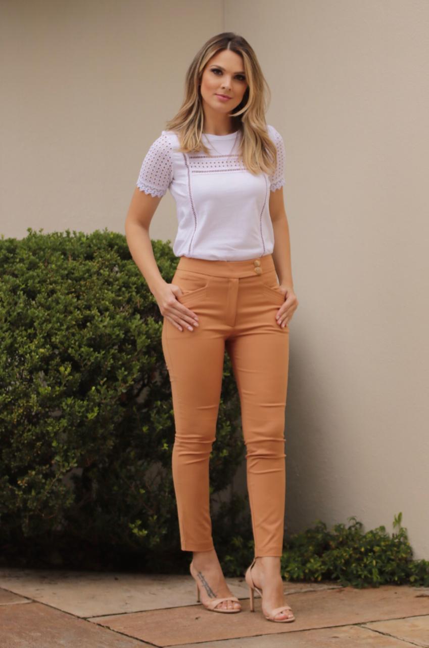 Calça  Claudia Unique Sarja Skinny Recortes Bolsos 4 % Elastano