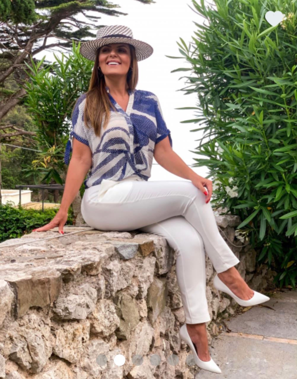 Calça Danila  Alfaiataria Skinny Detalhe Botões (50% algodão, 46% Poliamida e 4% Elastano)
