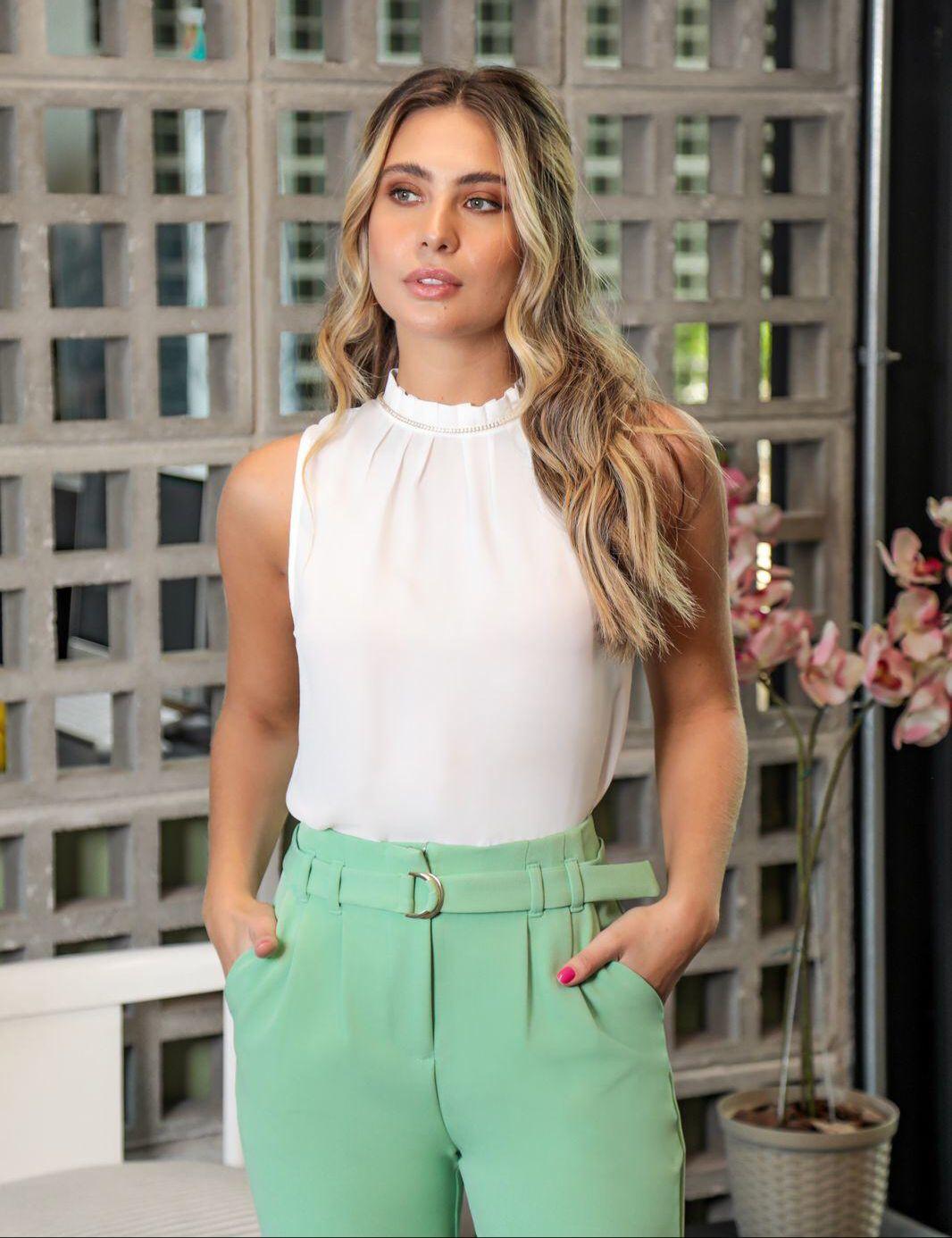 Calça Jessica Carrot Crepe Alfaiataria (Forro) Cintura Alta Detalhe Pregas + Cinto Faixa 5% Elastano