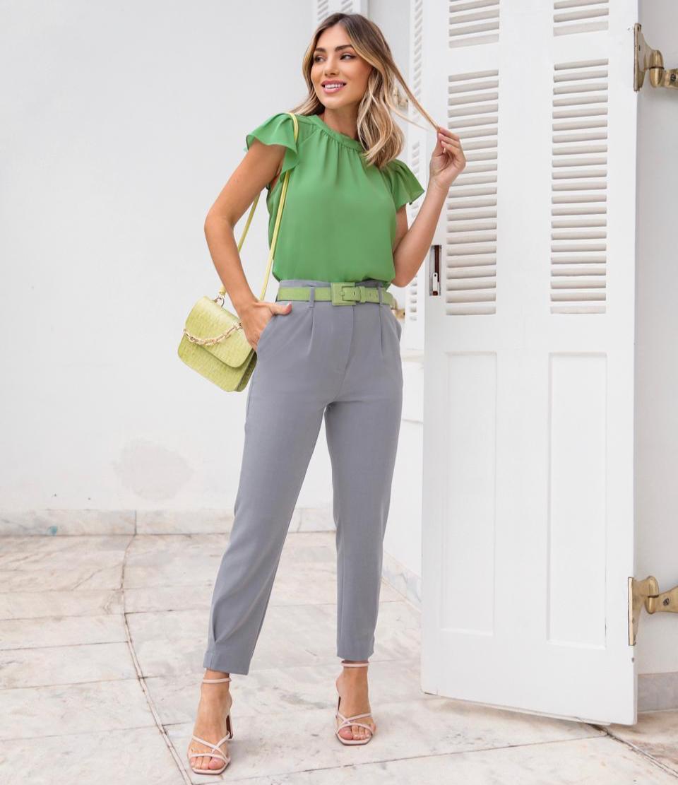 Calça Liliane Carrot Alfaiataria Detalhe Fechamento Ziper Frente + Cinto Faixa 5% Elastano