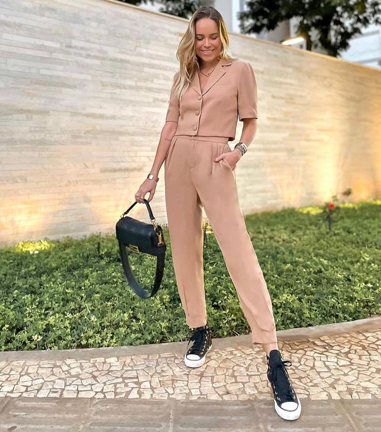Calça Marina Viscocrepe Alfaiataria Detalhe Pregas 5% Elastano