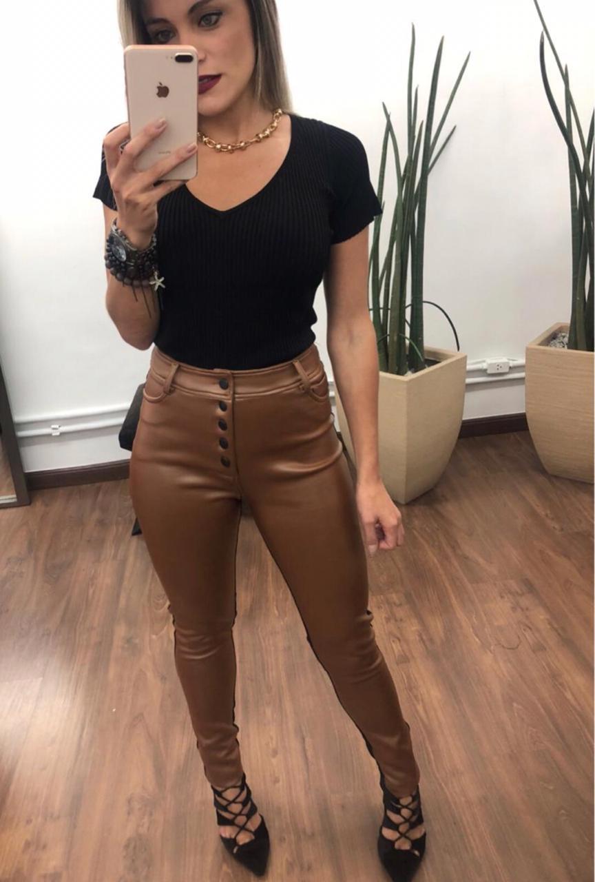 Calça Morina Couro Resinada & Flat Skinny Cores Marsala, Preto e Caramelo 14% elastano
