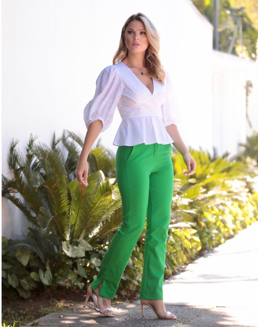 Calça Selena Alfaiataria 4% elastano Acompanha Cinto Cores Coral, Vermelho, Azul, Off e Verde Militar