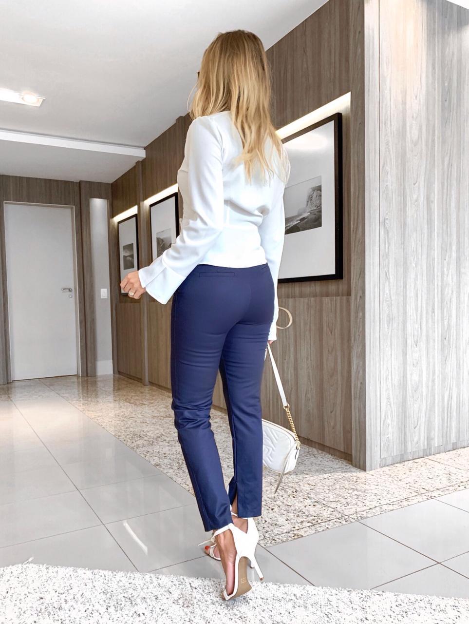 Calça Unique Alfaiataria  4% elastano bolsos e botoes