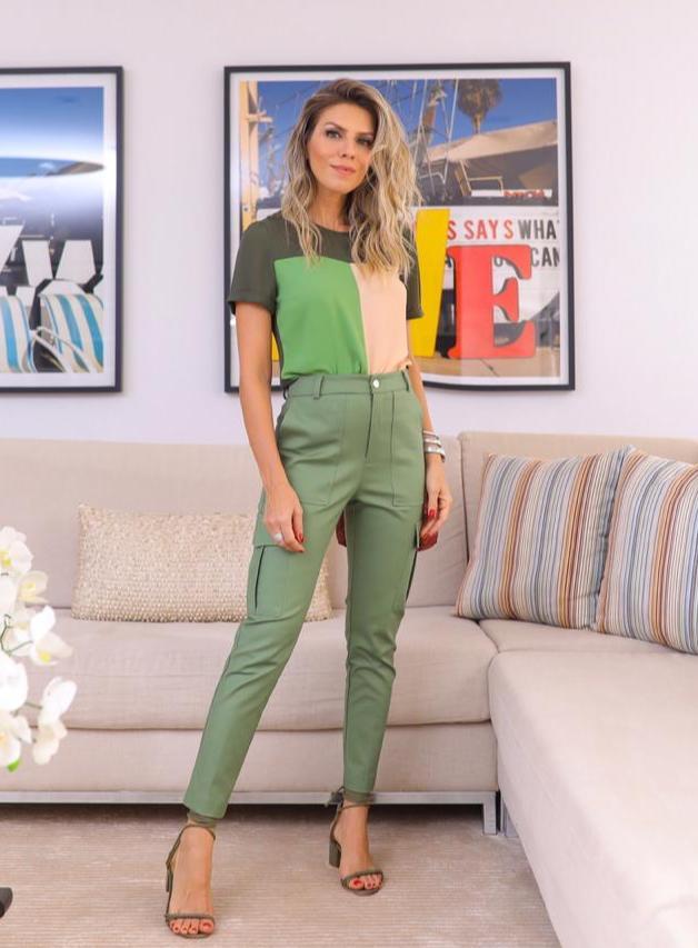 Calça Nicole Unique Alfaiataria Bolso utilitário Cores Bege, Verde Militar e Preto