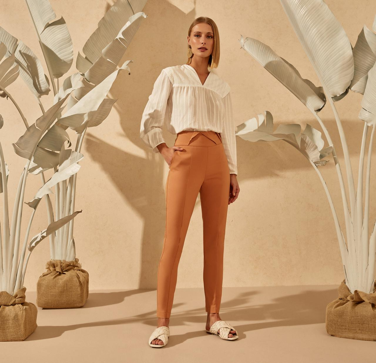 Calça Unique Alfaiataria 4% Elastano Skinny Detalhe Cos Ziper Lateral