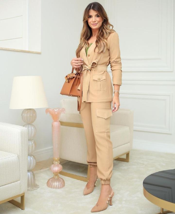 Calça Unique Ariane Jogger 3% Elastano Detalhe Bolso Lateral