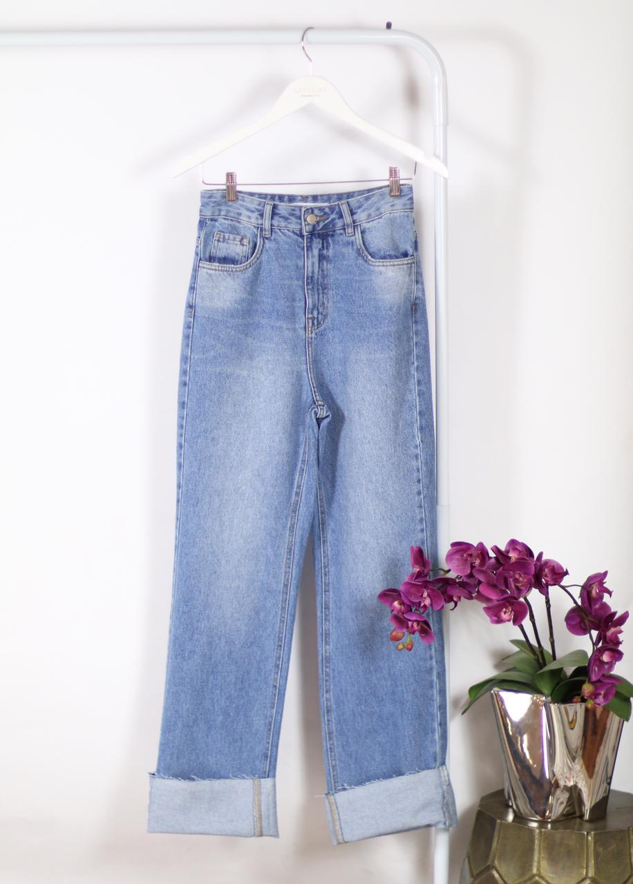 Calça Unique Lays Jeans Reta Detalhe Barra Dobrada