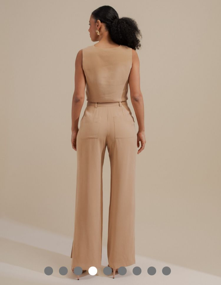 Calça Unique Samara Alfaiataria Twill Pantalona Detalhe Fenda